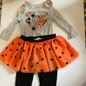 Halloween outfit for girls!  Top and pants/skirt